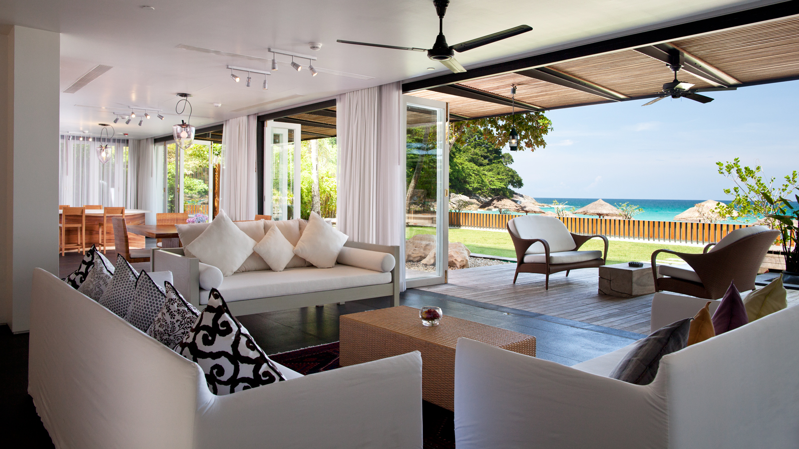 Beachfront 4-Bedroom Grande Villa