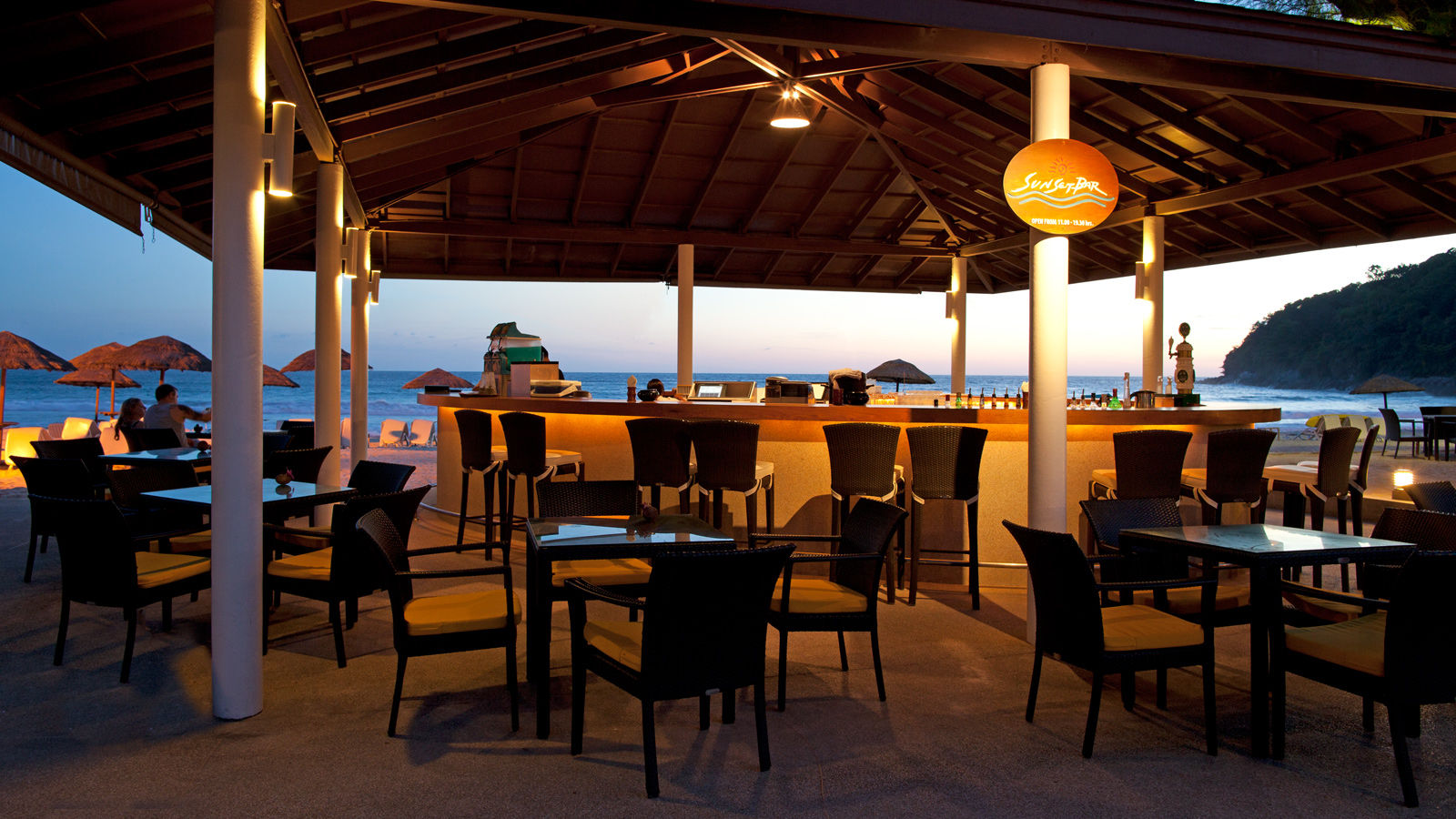 Sunset Bar - Stunning Sunsets and Smooth Cocktails